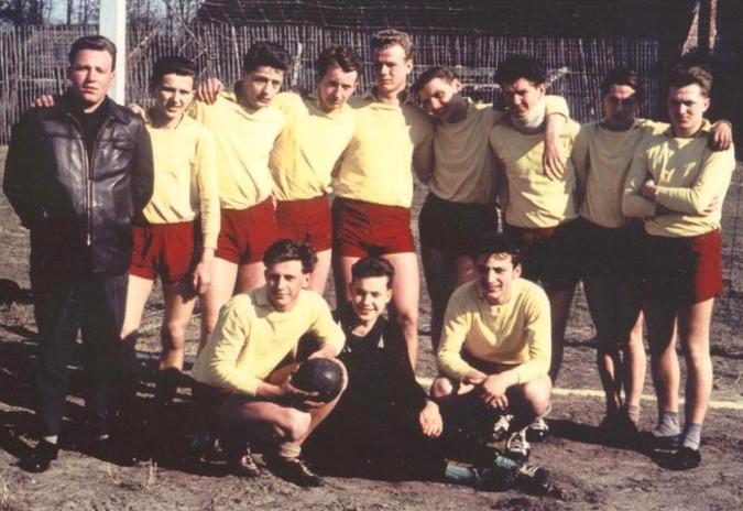 Jugendmannschaft mit Trainer Peter Klöppel